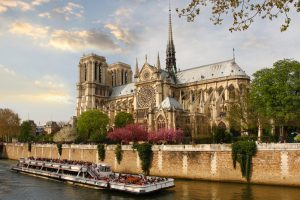 Спустя 140 лет Венгрия решила вернуть долг Франции. При чем тут Нотр-Дам?
