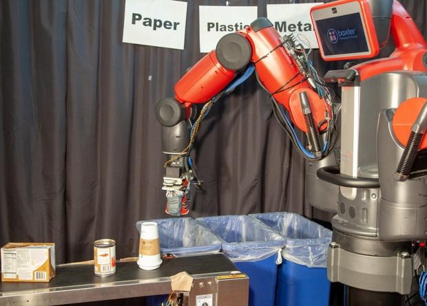 Появился робот – сортировщик мусора