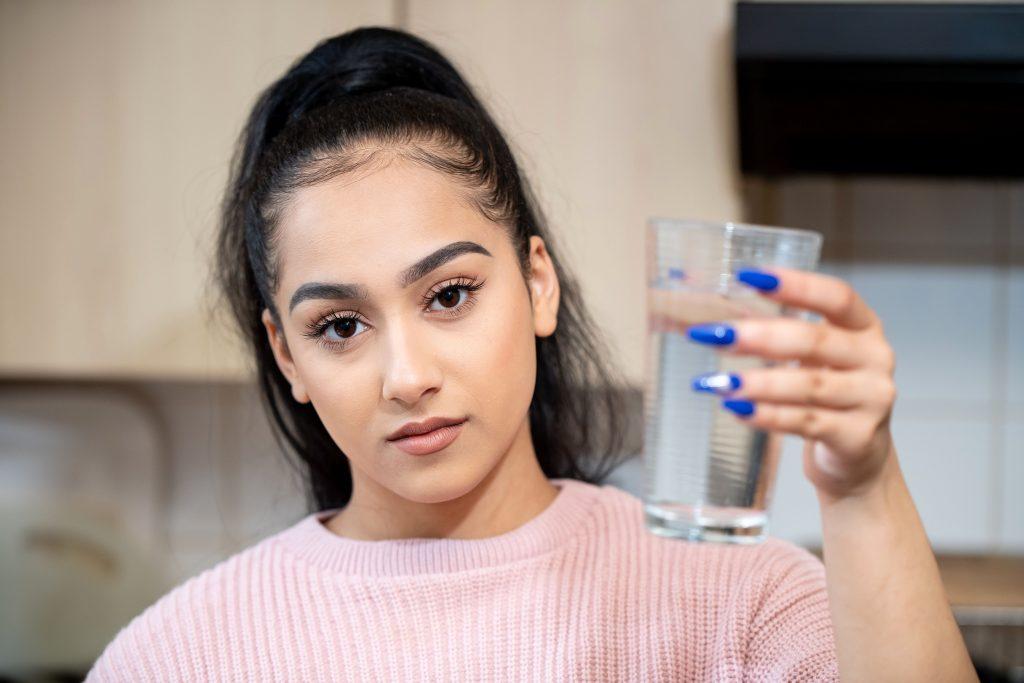 У 21-летней Нии Селвей аллергия на воду: как она с этим живет?