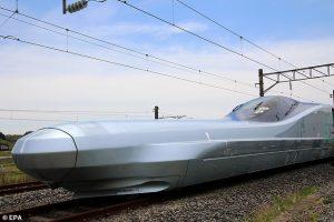 Япония тестирует самый быстрый пассажирский экспресс в мире (видео)