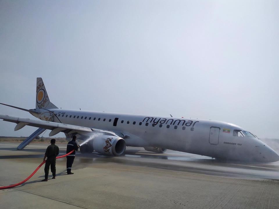 В Мьянме пассажирский самолет приземлился