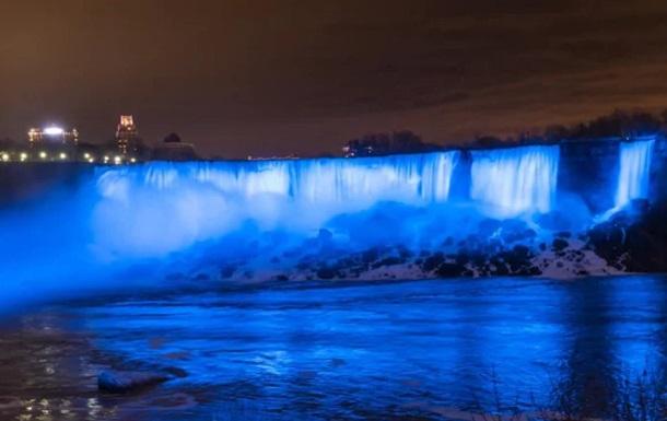 Ниагарский водопад посинел в честь сына принца Гарри и Меган