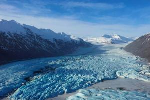 Пока не растаял: как выглядит крупнейший ледник Европы с высоты птичьего полета