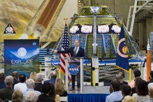Первая женщина побывает на луне в 2024: НАСА