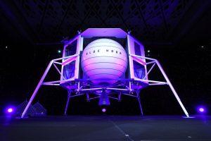 Джефф Безос представил прототип транспортного модуля для высадки людей на Луну
