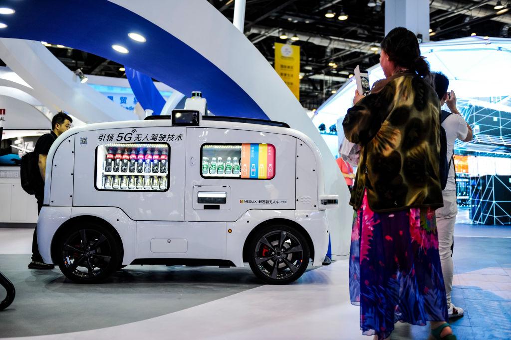 В Китае начали производить беспилотные фургоны-курьеры.Вокруг Света. Украина