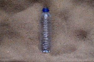 WWF будет 450 лет снимать разложение пластиковой бутылки