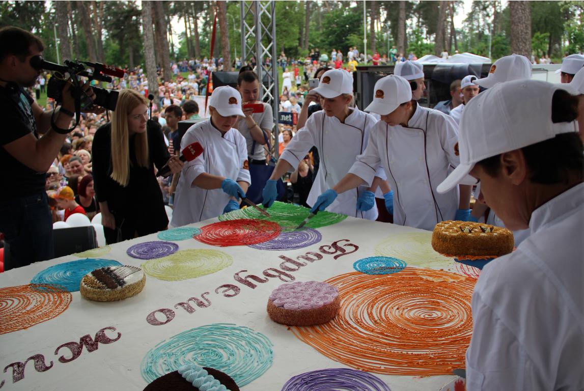 До Дня Києва спекли торт вагою півтонни