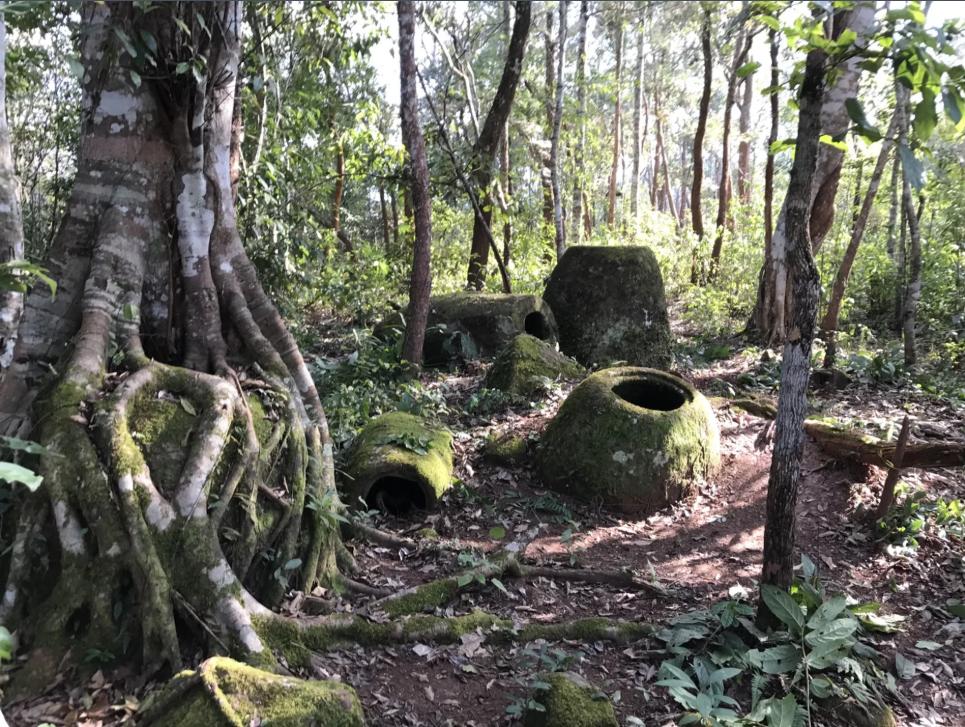 В Лаосе обнаружили более сотни загадочных сосудов с человеческими останками