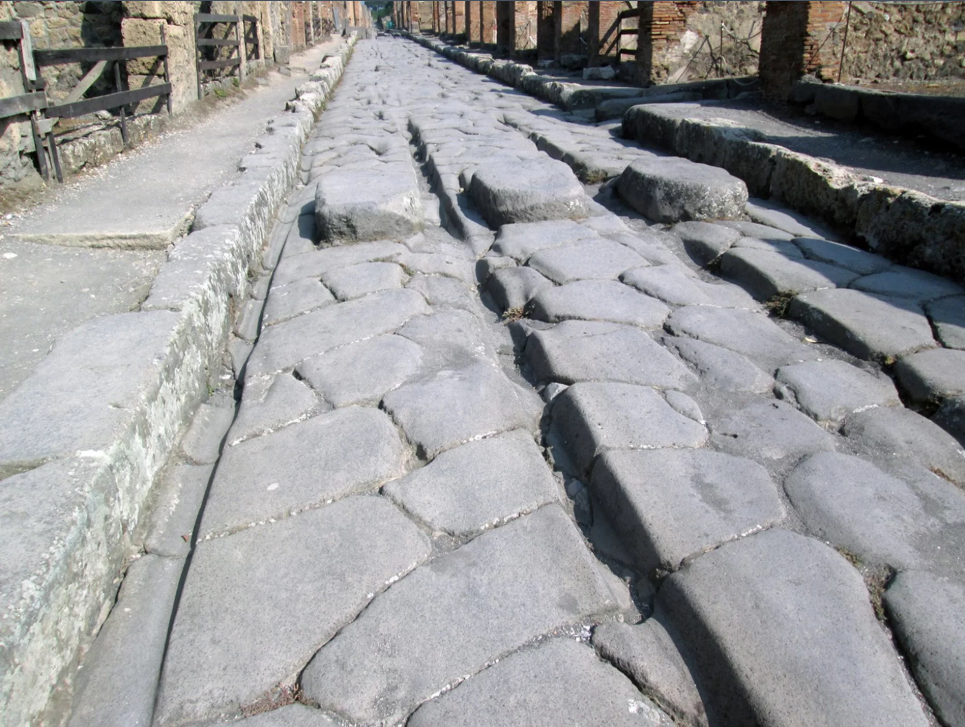Как ремонтировали дороги в древних Помпеях?