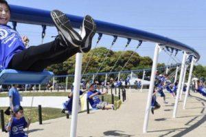 В Японии установили самые длинные качели в мире