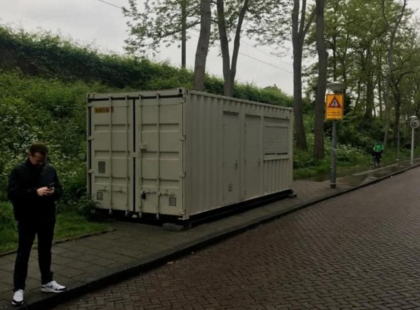 В Амстердаме Airbnb поселил туриста в контейнере