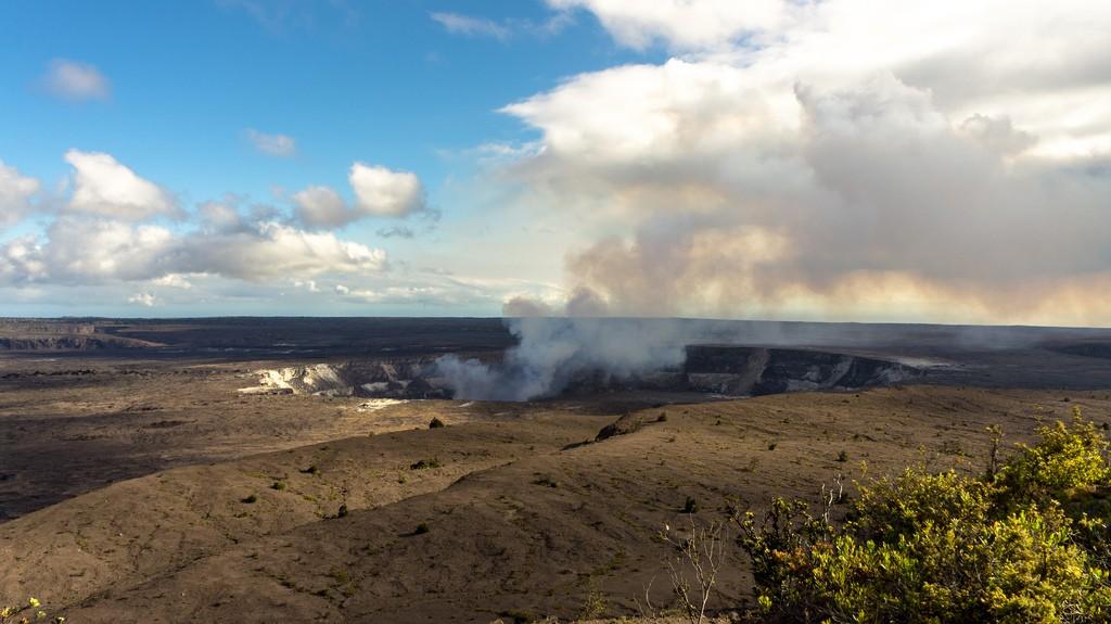 Турист упал в кратер действующего вулкана на Гавайях