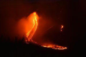 На Сицилии проснулся вулкан Этна: видео извержения