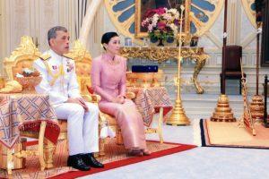 Король Таиланда женился на генерале личной охраны