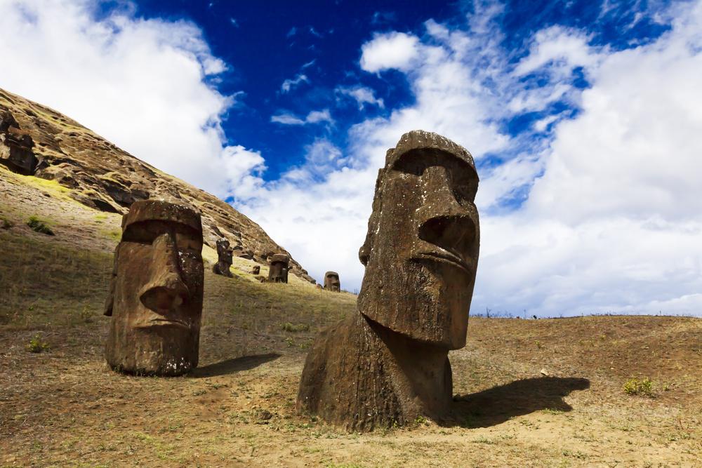 Залиште у спокої моаї: туризм руйнує острів Пасхи