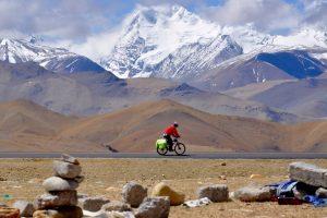 Велосипедист потерялся в Тибете и неделю ел траву