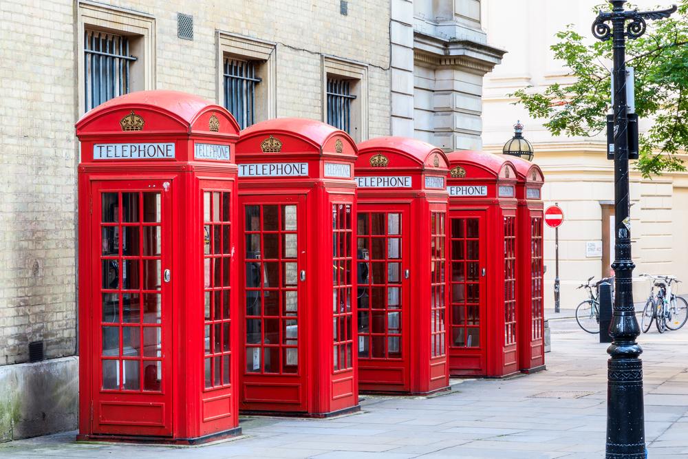 В лондонских телефонных будках установят дефибрилляторы.Вокруг Света. Украина