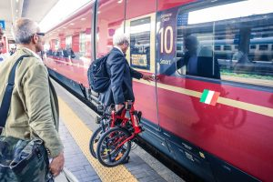 Укрзализныця разрешила провозить велосипеды в скоростных поездах