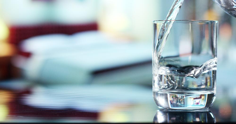 Почему вода прозрачная?