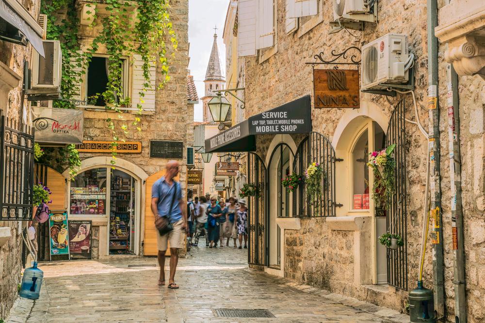 В Черногории будут штрафовать туристов за неприемлемый вид.Вокруг Света. Украина