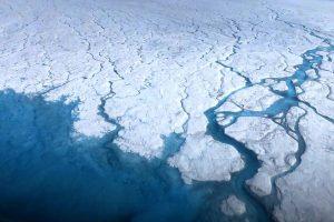 Под ледяным щитом Гренландии найдено более 50 озер