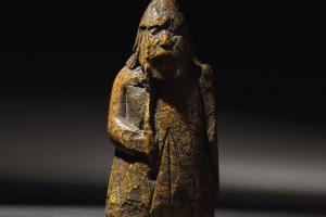 Забытая шахматная фигура оказалась уникальной древностью ценой в миллион фунтов