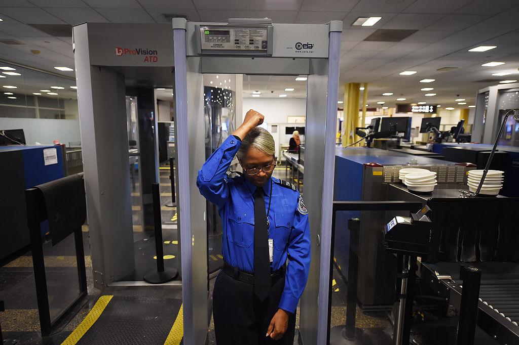 Опасно ли излучение от сканеров тела в аэропортах?