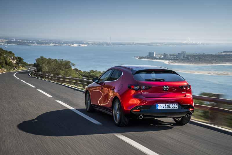 Новую Mazda3 представили в Украине