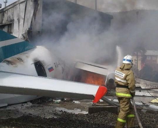 В России Ан-24 врезался в здание: двое погибших, семь раненых