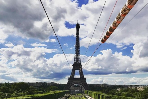 На Эйфелевой башне появился зиплайн