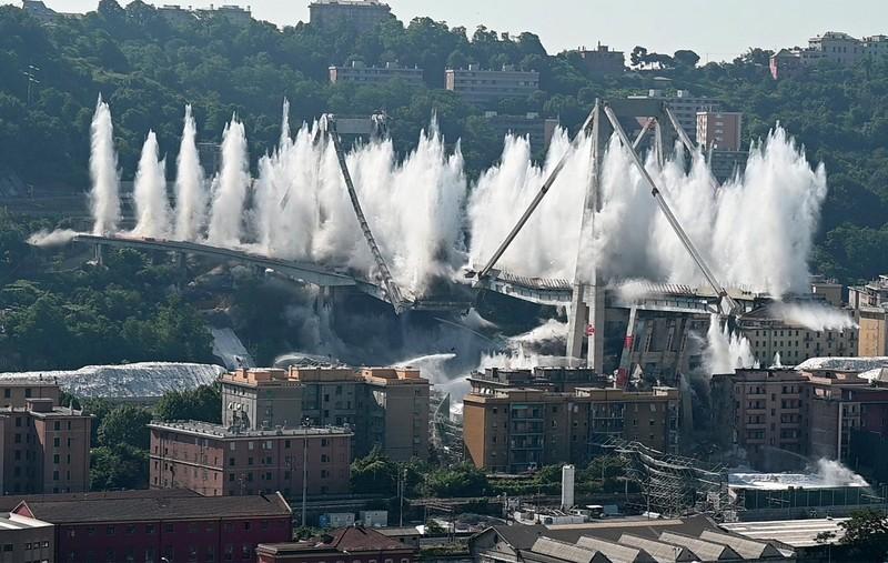 Смертельный мост в Генуе снесли за несколько секунд