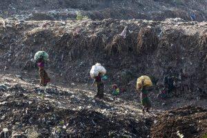 Крупнейшая свалка в Индии скоро станет выше, чем Тадж-Махал