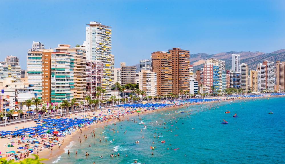 """Известный испанский курорт вводит """"черные списки"""" туристов"""