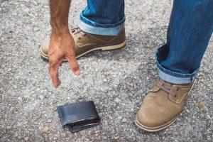 Психологи выяснили, есть ли шанс вернуть потерянный кошелек