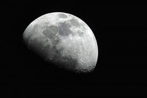 Найдено объяснение таинственным вспышкам на Луне