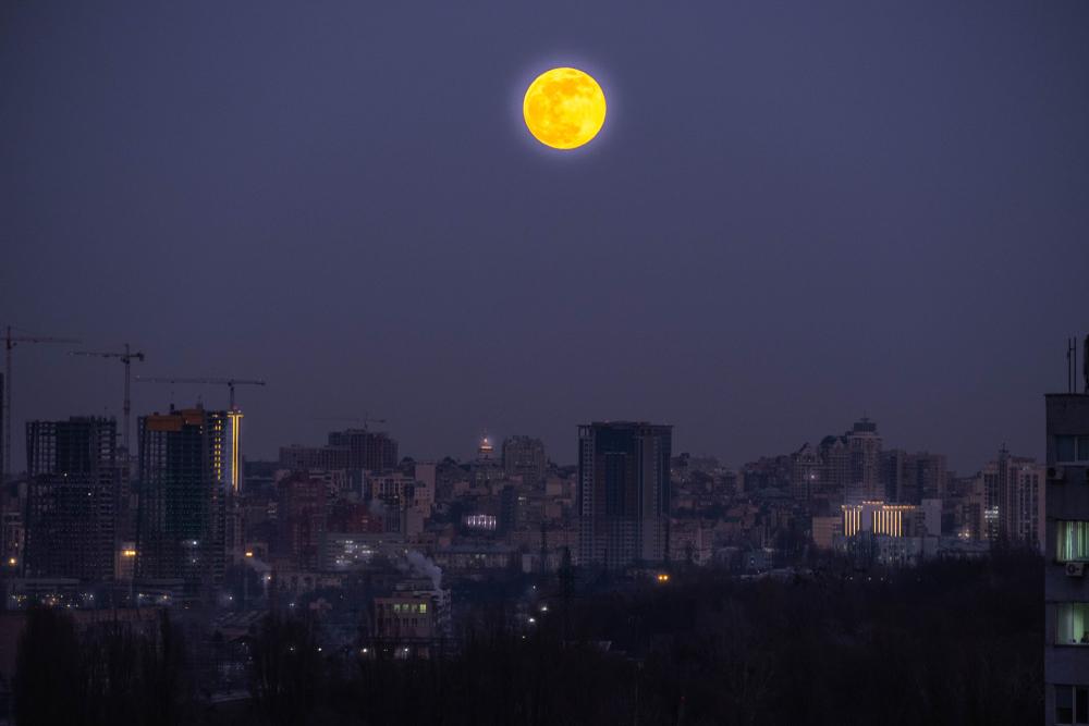 17 июня над Землей взойдет Клубничная луна