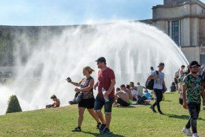 Париж придумал способ борьбы с аномальной жарой