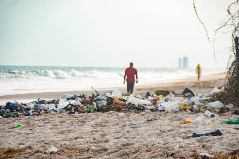 В Нигерии школы принимают плату пластиком