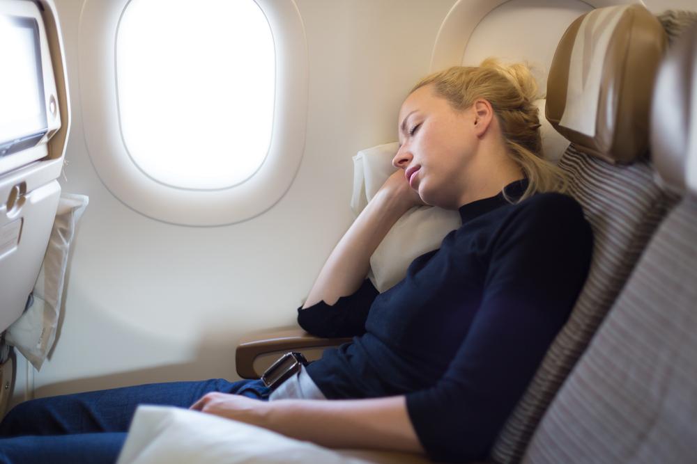 Женщина уснула во время рейса, а проснулась в темном и пустом самолете