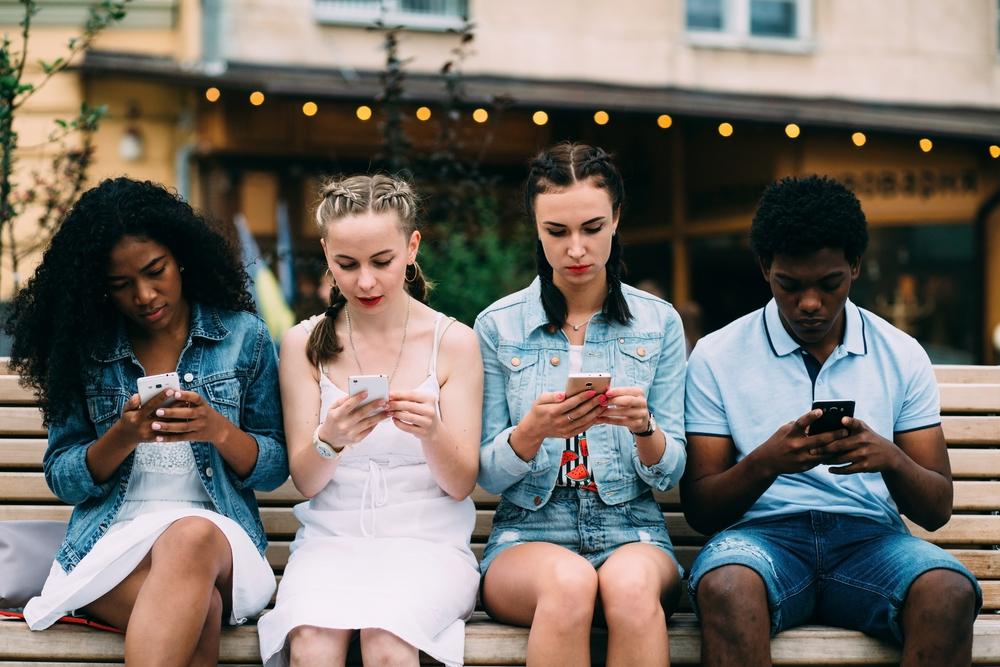 Черепа людей изменяются: причина, скорее всего, в смартфонах.Вокруг Света. Украина