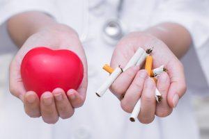 Смерть от инфаркта больше всего грозит молодым курильщицам