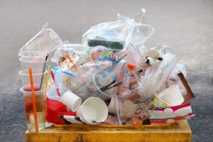 Канада запретит неперерабатываемый пластик