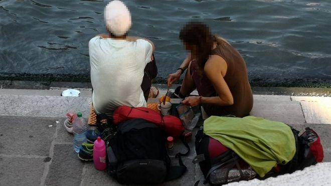 Туристов выгнали из Венеции за приготовление кофе у реки
