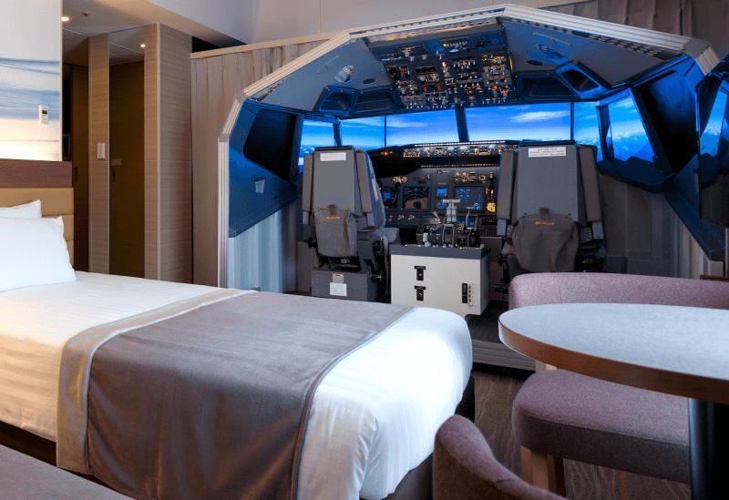 Комнату японского отеля превратили в копию кабины Boeing