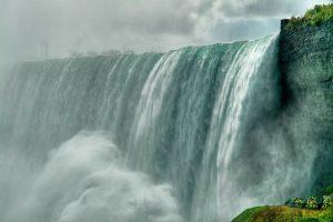 Самоубийца, прыгнувший в Ниагарский водопад, выжил