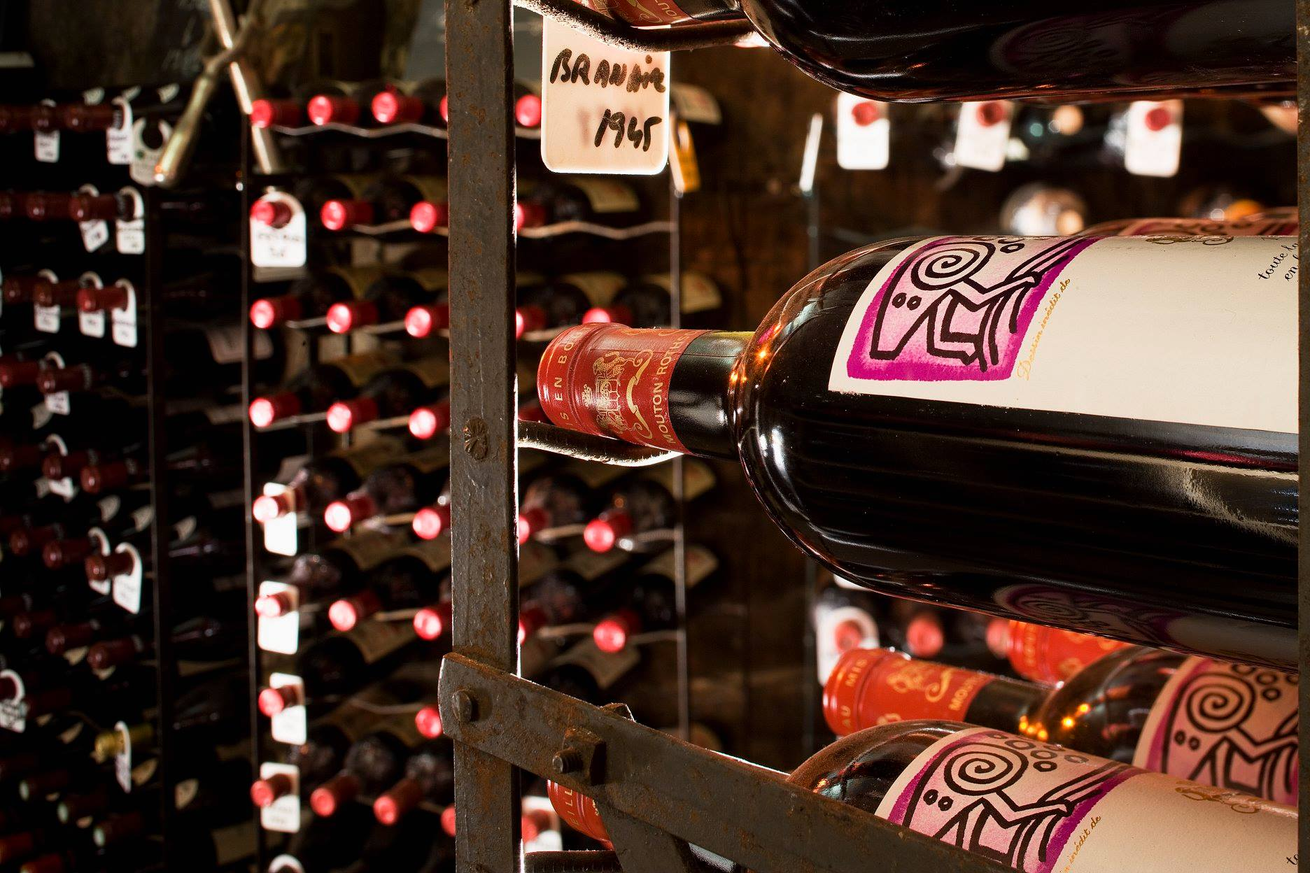 В Париже из элитного ресторана похитили вино на €600 000