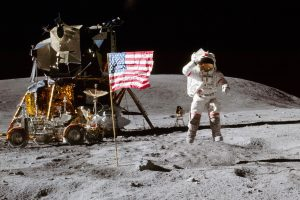 Владелец записи первых шагов человека на Луне может стать миллионером