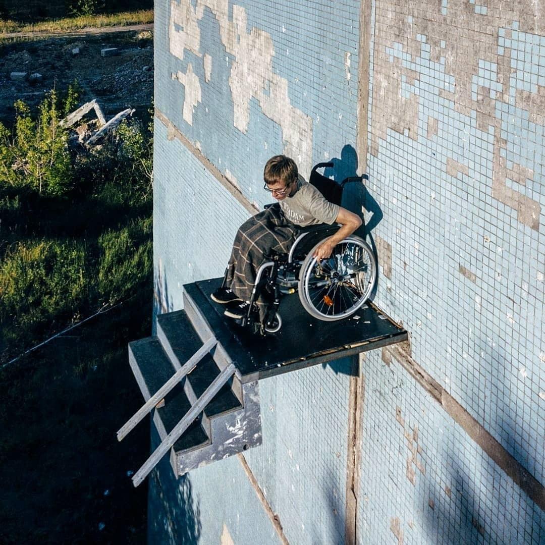 В России художник построил лестницу в никуда.Вокруг Света. Украина