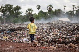 Камбоджа вернет 1600 тонн мусора США и Канаде